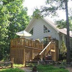 Yoga House Rental- Beautiful Contemporary  3 bedroom: 2 bath house  on 4.6 wooded acres mile  from Satchidananda Ashram